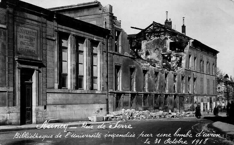 Nancy - rue de Serre; Bibliothèque de l'Université incendiée par une bombe d'avion le 31 octobre 1918